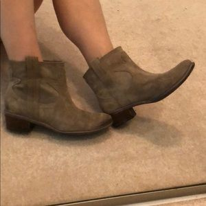 Lucky Brand Tan Suede pull-on ankle bootie size 7